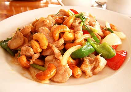 Stir-fried Chicken Chunks with Mango and Cashews